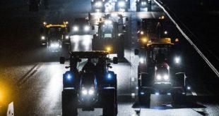 Furious Farmers Defy Army Roadblocks in Dutch Anti-Green Protest